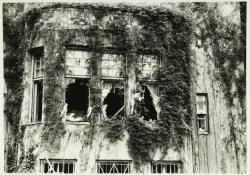 Landhuis Kareol, 1977 (in 1979 afgebroken). Oostgevel, ramen van de muziekkamer uitkomend op de binnenplaats.