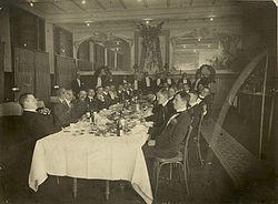 Diner in café-restaurant Brinkmann (De Kroon) aan de Grote Markt i.v.m. 25 jaar Kon. H.F.C.