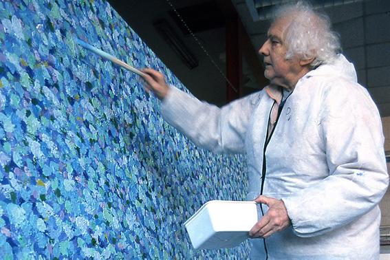 Jan Wolkers in zijn atelier in 2002