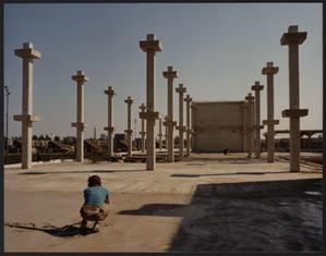 De constructie van betonnen pilaren die de verdiepingvloeren van het gemeentehuis gaan dragen