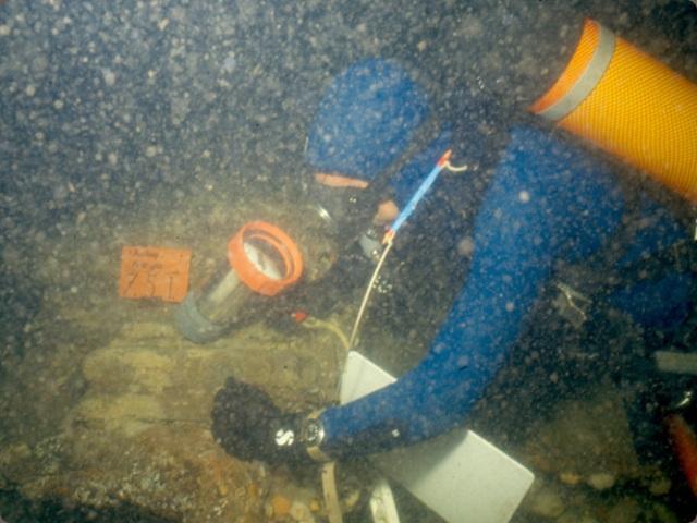 Onderwaterarcheologen bij een zeventiende-eeuws scheepswrak in het Molengat bij Texel.