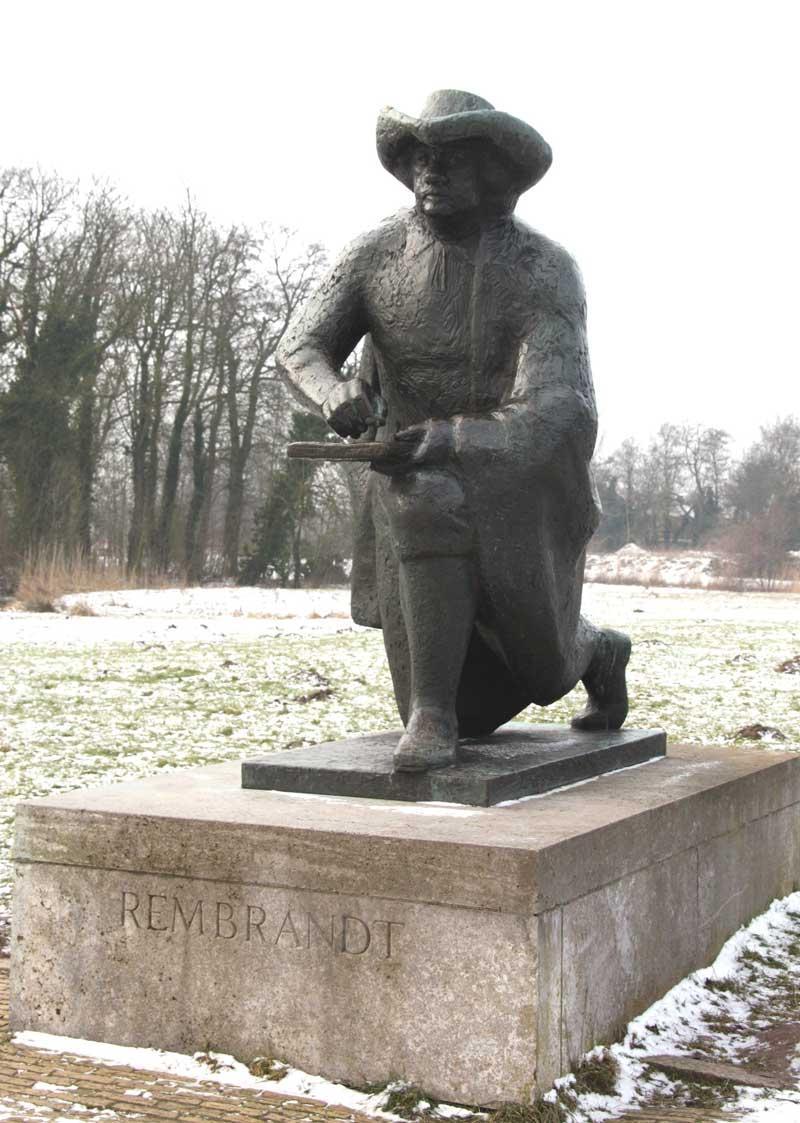 Standbeeld van Rembrandt, schetsend langs de Amstel