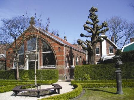 Czaar Peterhuisje met ombouw uit 1895.