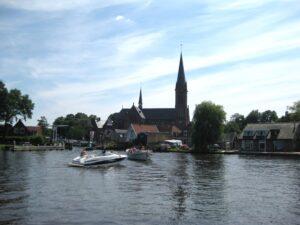 Kruisbasiliek vervangt schuilkerk in de polder