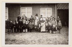Eerste Sinterklaasviering op de Wieringermeerschool in Slootdorp