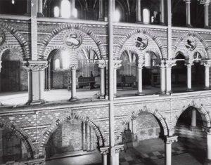 Posthoornkerk: opmars van de katholieke kerkenbouw in Nederland