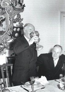 Keizer Karel vol met wijn