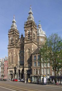 Sint Nicolaaskerk: een boegbeeld van Amsterdam