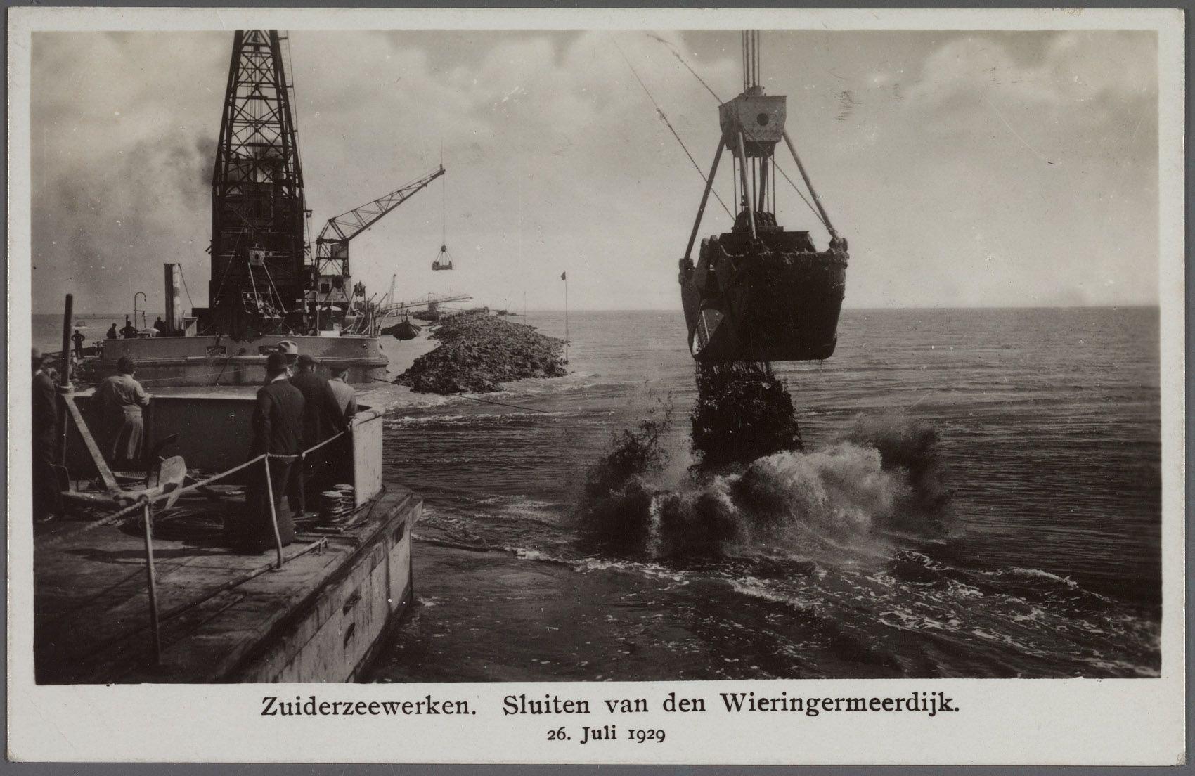 Aanleg van de Afsluitdijk bij Wieringen. Beeld: Noord-Hollands Archief.
