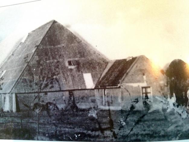 Een oude foto van de Wierschuur met het voorhuis. Beeld: Rijksdienst voor het Cultureel Erfgoed