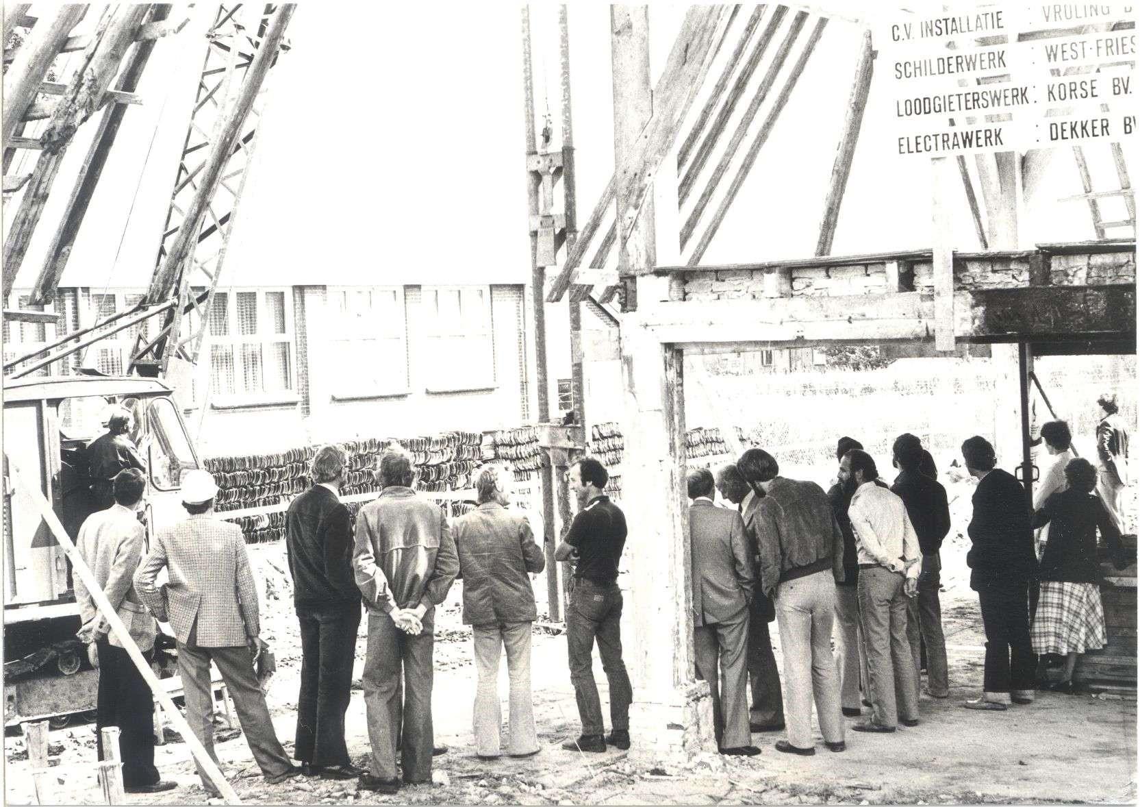 Het slaan van de eerste paal van het nieuwe gemeentehuis in 1979. Copyright foto: Historische Vereniging Suyder Cogge.