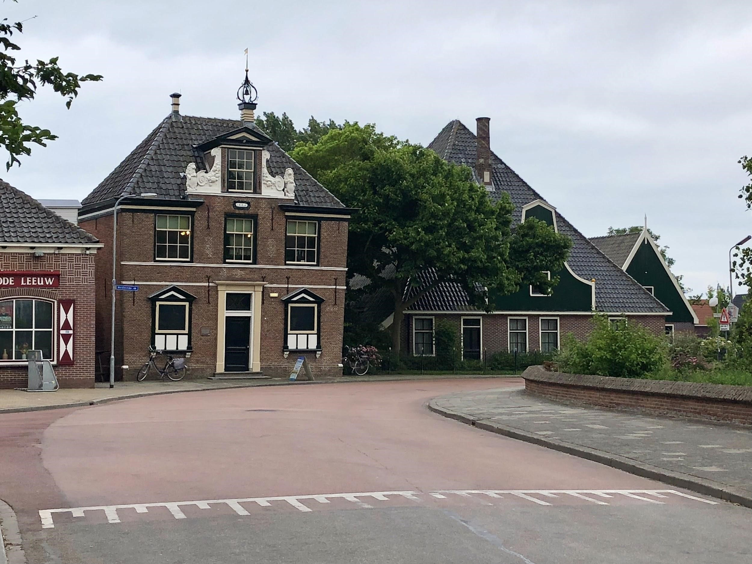Het Koggehuis en de stolp vandaag de dag. Beeld: Eva Bleeker.