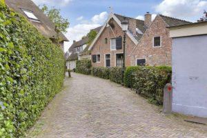 Huizen: dorp van huisschilders èn kaashandelaren