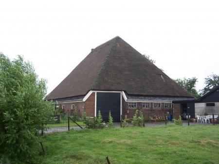 Boerderij op de Ruigeweg 1 in Burgerbrug