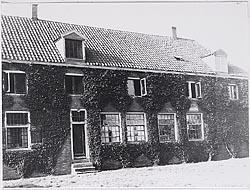 Het Wees- en Armenhuis in Westzaan, circa 1900