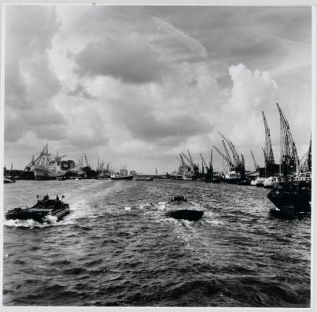 De Amsterdamse haven in beweging, 1965.