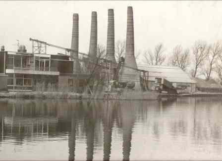 De Kalkovens in Akersloot in de jaren zestig. Foto uit de collectie van de laatste directeur van de kalkovens, G. Ruigewaard.