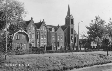 Kerk met zusterhuis en pastorie.