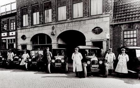 De Leidsche Autogarage, Zuideinde 44, Koog aan de Zaan.