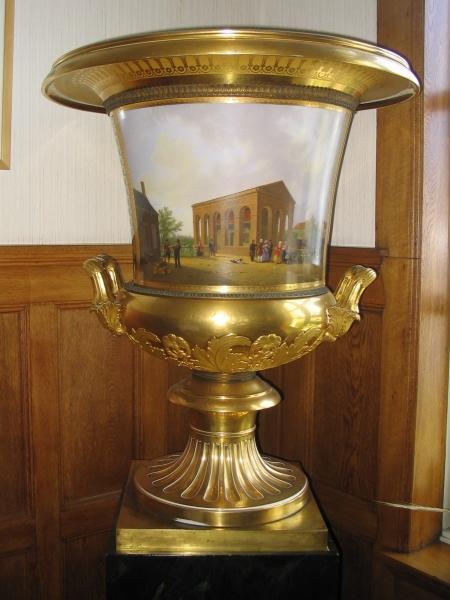 Porseleinen vaas, relatiegeschenk van Tsaar Nicolaas I.
