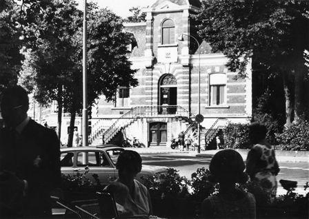 Het Oude Raadhuys gezien vanaf het terras van Hof van Holland aan de Kerkbrink.