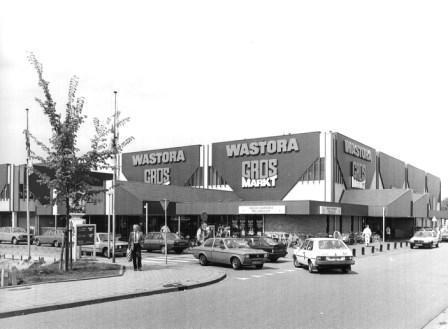 Het gecombineerde winkelpand van de Grosmarkt en Wastora aan de Heilooërdijk.