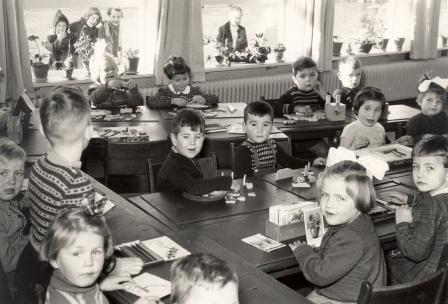 De fröbelschool in 1954, tijdens de viering van het 25-jarig bestaan.