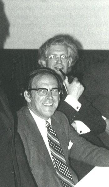Gedeputeerde J. van Dis. Achter hem dijkgraaf Lo de Ruiter van het Hoogheemraadschap van de Uitwaterende Sluizen, juli 1974.