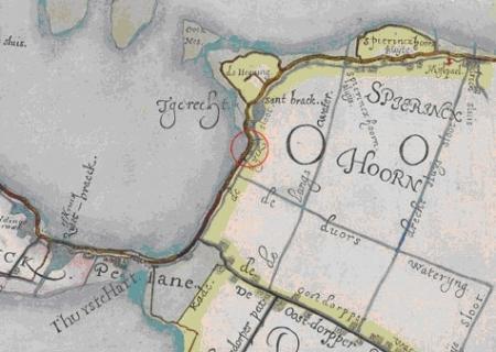Op deze kaart van Floris Balthasarz. van Berckenrode uit 1610-1615 is de loop van de dijk te volgen.
