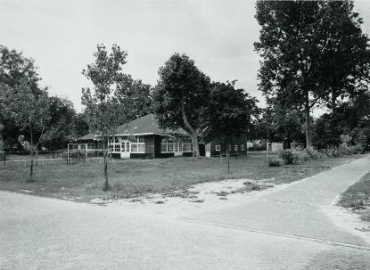 Restanten van de voormalige speeltuin De Bedriegertjes aan de Oude Bergerweg in de zomer van 1989.