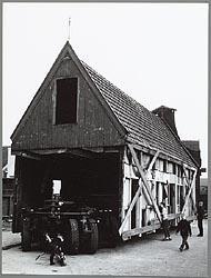 Het transport van Oostzijde 10 naar de Zaanse Schans