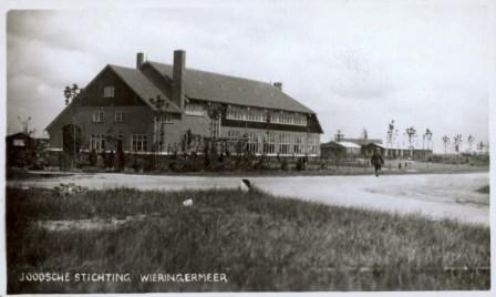 Prentbriefkaart van het Joodse Werkdorp: hoofdgebouw.