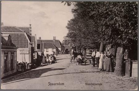 Paard en kar op het Visscherseinde in Spaarndam.