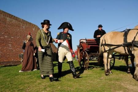16 oktober 2011: burgemeester Giskes ontvangt keizer Napoleon op fort de Schans