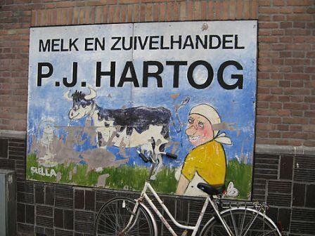 Melk en Zuivelhandel P.J. Hartog, Oostzaanstraat te Amsterdam, 1968
