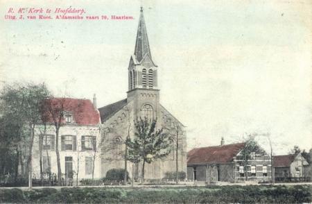 Witte kerk aan de Kruisweg.