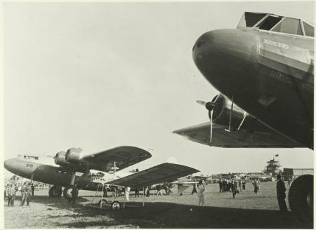 Fokker verkeersvliegtuigen op Schiphol, 1938.