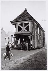 Het transport naar de Zaanse Schans op 19 april 1963