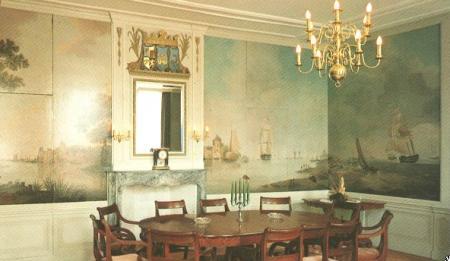 Regentenkamer met achttiende-eeuwse behangselschilderingen.