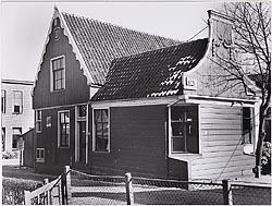 Het pand op zijn oorspronkelijk plek in Westzaan, begin jaren zestig