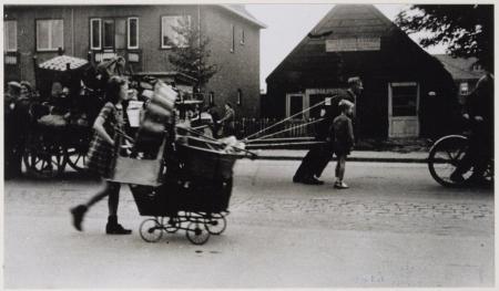 Evacuatie van bewoners in Haarlem Noord en Santpoort, 1944.