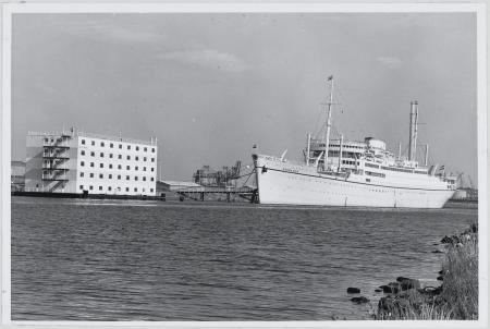 De woonschepen Arosa Sun en Casa Marina in 1973