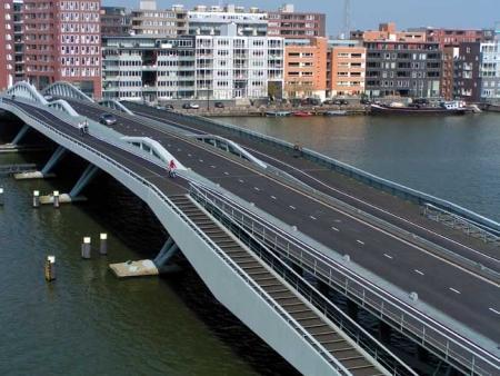 De Jan Schaeferbrug naar het Java-eiland. Architect: Ton Venhoeven
