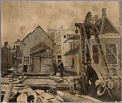 De sloop van het pand van apotheek Van Sante, jaren vijftig