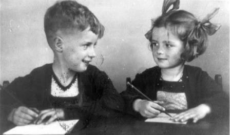 Rudi Carrell met zijn zusje Truus.