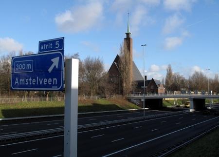 Kerk 'wankelt' naast A9