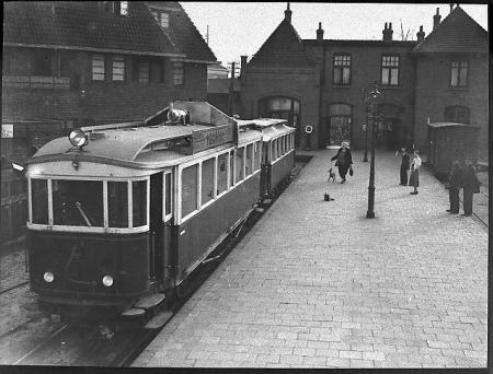 De Gooische Stoomtram in station Hilversum.