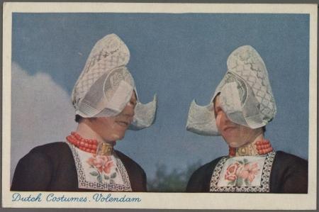 Vrouwen in klederdracht.