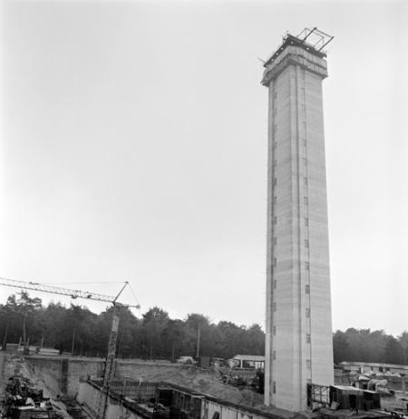 De PTT-toren in aanbouw in 1971.
