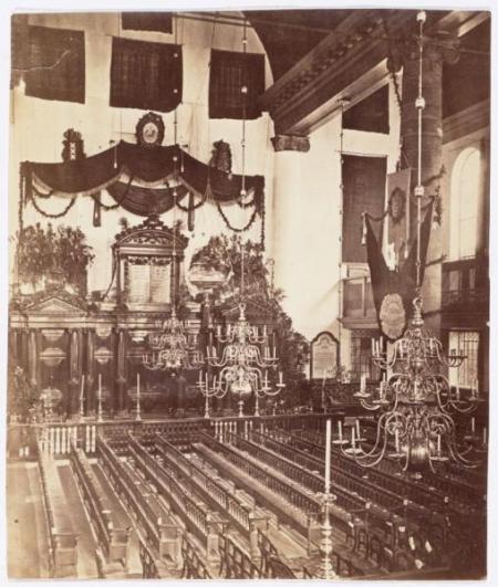 Interieur van de Portugese Synagoge.